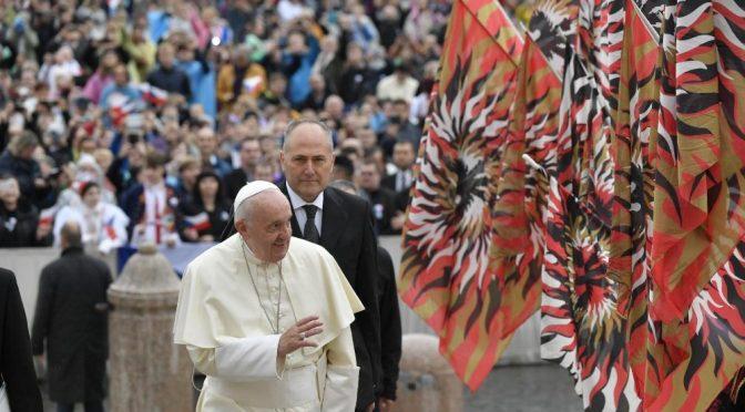 El Papa en la catequesis: los laicos son los responsables de hacer crecer la fe – 13 de noviembre
