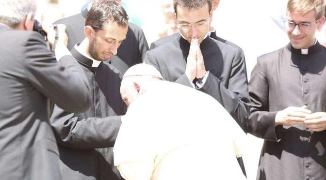 Viernes 19: «Jornada mundial de oración x la santificación de los sacerdotes»